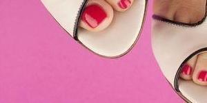 zadbane paznokcie stopy
